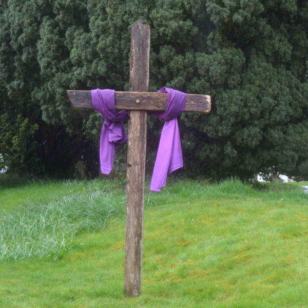 Holy Week Cross 006