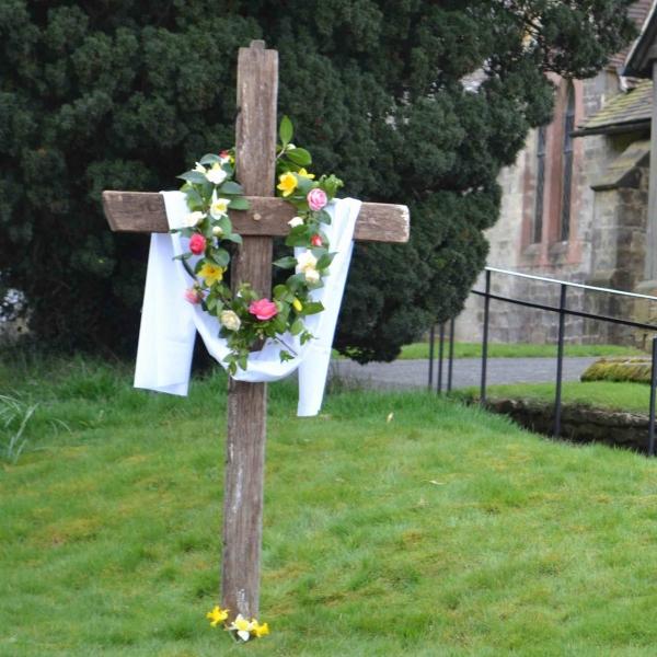 Holy Week Cross 007